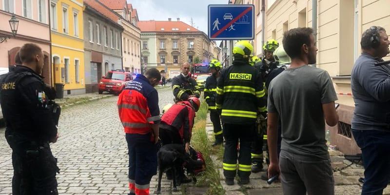 V Plzni se zřítil kus prázdného domu.