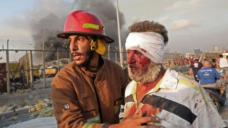 Lidé mohou přežít pod troskami tři až pět dní, řekl traumatolog odlétající do Bejrútu