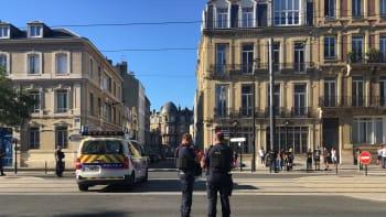 Francie: Ozbrojenec v Le Havru, který držel rukojmí v bance, se vzdal