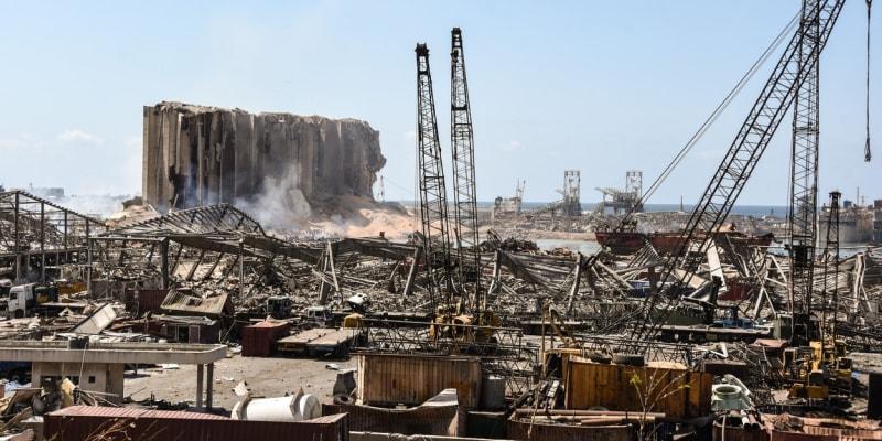 Výbuch ledku proměnil část Bejrútu v apokalyptickou pláň.