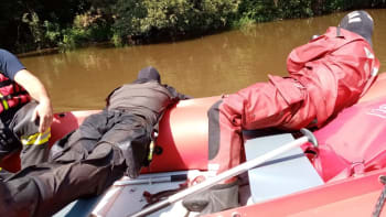 Policie nalezla za jezem na Sázavě těla obou pohřešovaných chlapců