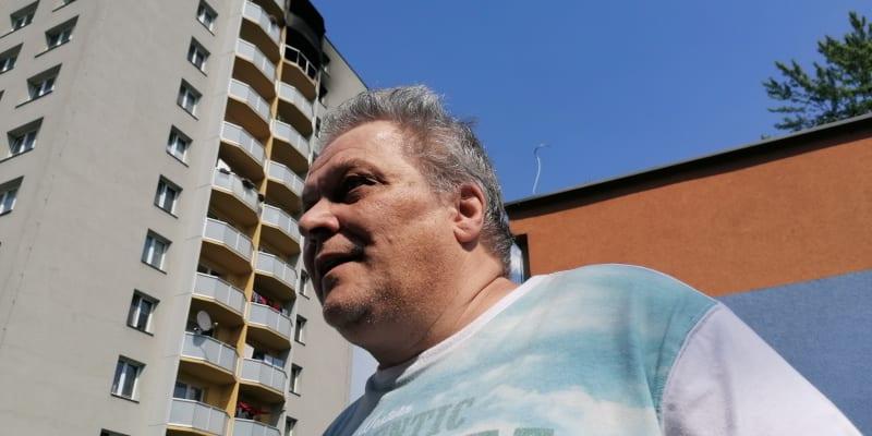 Zdeněk Zezula je sousedem obětí z 11. patra bohumínského věžáku.