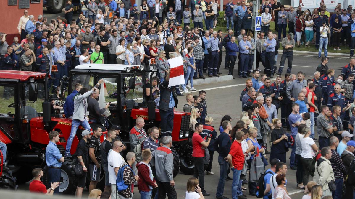 Demonstranti v Minsku zamířili před budovu vlády. Jak zareaguje policie?