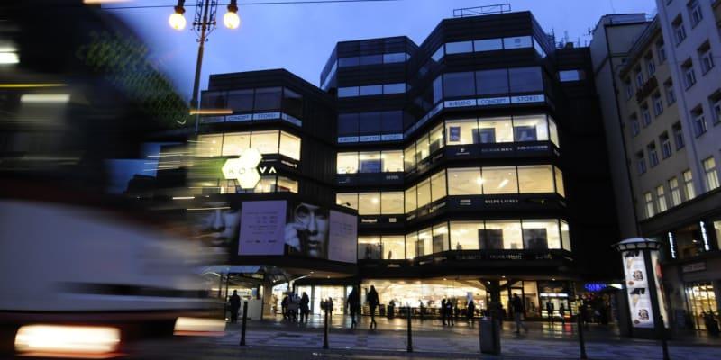 Obchodní dům Kotva je jediná brutalistní budova s památkovou ochranou.