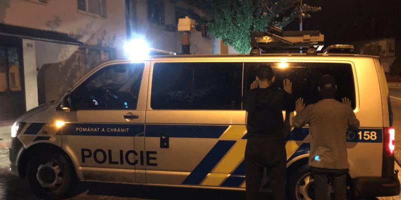 Migranti se ukrývali v návěsu zahraničního kamionu