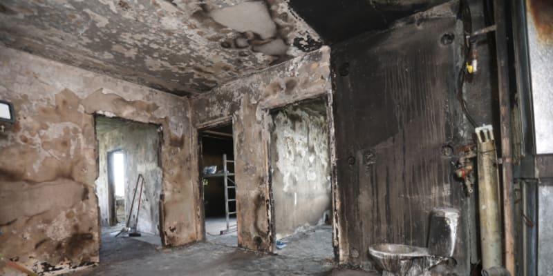Byt v panelovém domě v Bohumíně zcela zničený požárem