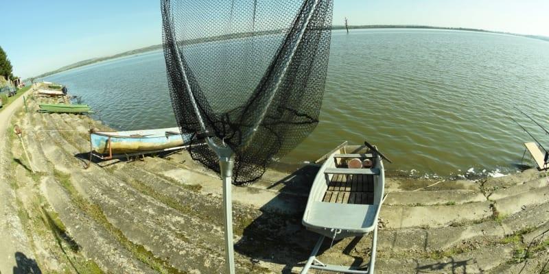 Rybáři na Novomlýnských nádržích stále doufají v kapitální úlovky