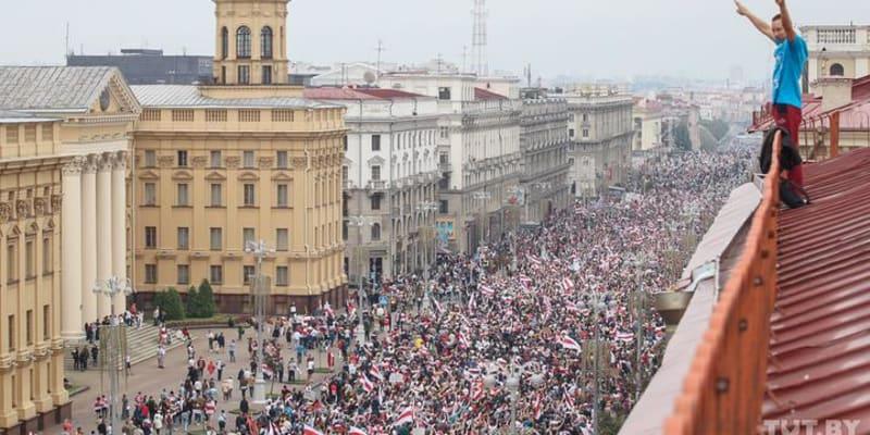 """""""Minsk, město opravdových hrdinů,"""" komentovala fotografii sdílenou na Twitteru Leandra Bias z Velké Británie."""