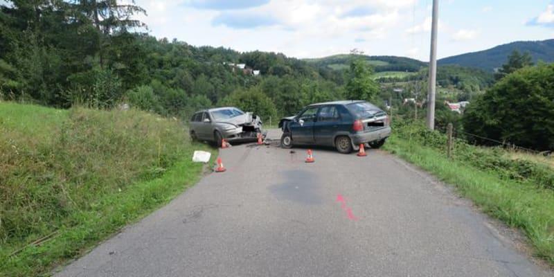 Zdrogovaný řidič boural na Zlínsku.