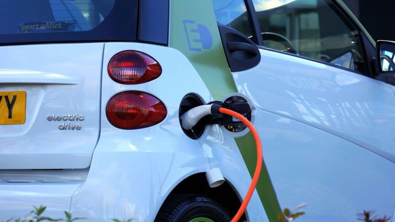 Německý ekonom vybízí automobilky k organizovanému odporu proti elektromobilitě