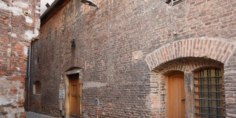 Objekt byl vybudován v letech 1750-1752 v rámci výstavby systému obrany západní strany bastionové pevnosti Olomouc, jako poslední obranná linie, sloužící zároveň pro ubytování vojska.