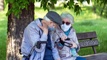 ČSSD chce pro důchodce další rouškovné. Jen nakupují hlasy, kritizuje Kalousek