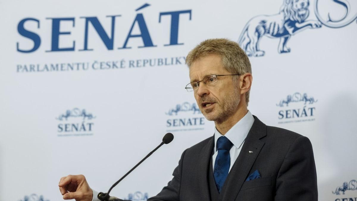 Zeman by měl pracovat i o víkendu, kritizuje Vystrčil průtahy při výměně ministra