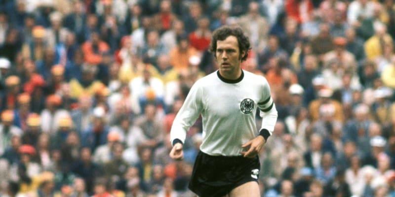 Typický kapitán Franz Beckenbauer. Hlava nahoru a velký přehled.