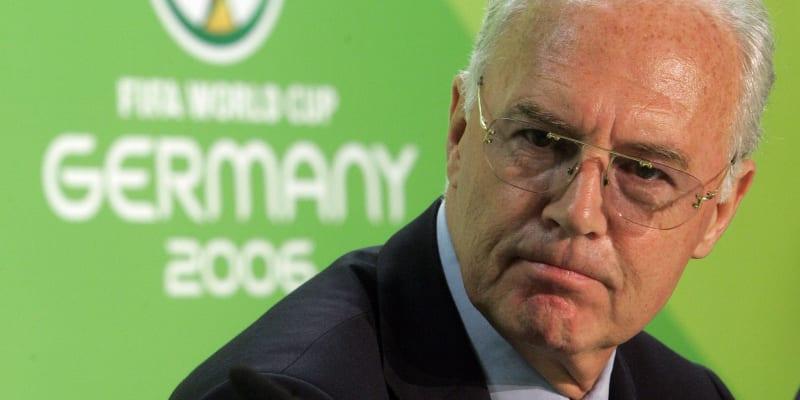Franz Beckenbauer jako prezident organizačního výboru mistrovství s věta ve fotbale 2006 v Německu.