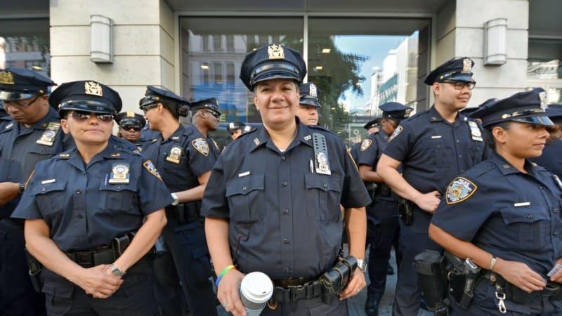 Zbraně amerických policistů: Co všechno mohou strážci zákona použít?