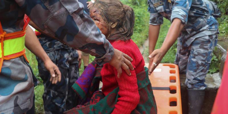 Nedělní sesuv půdy v Nepálu si vyžádal nejméně jedenáct lidských životů.