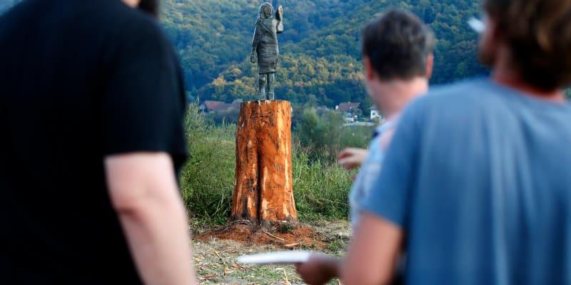 Nově odhalená socha je z bronzu