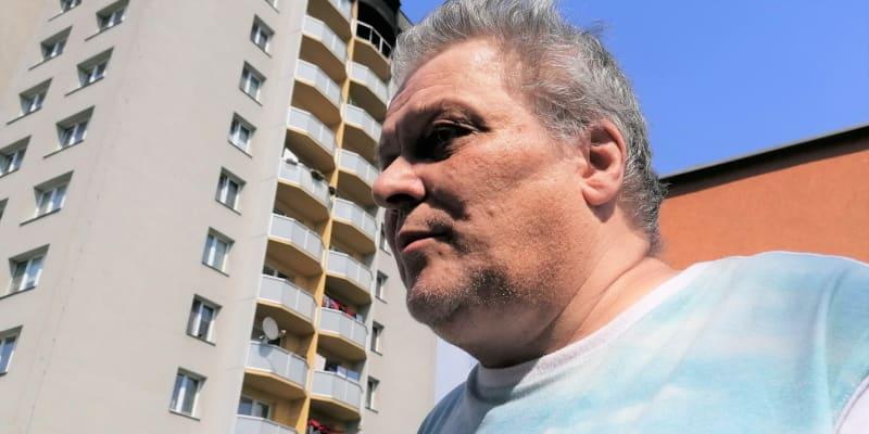 Zdeněk Zezula stále žije v osudovém jedenáctém patře bohumínského  věžáku