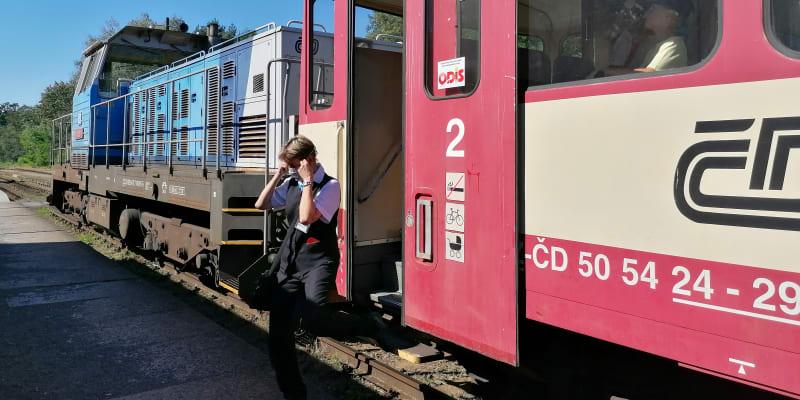 Hlučín, souprava řady 810 z přelomu sedmdesátých a osmdesátých let, vpředu  lokomotiva 714 z počátku sedmdesátých let