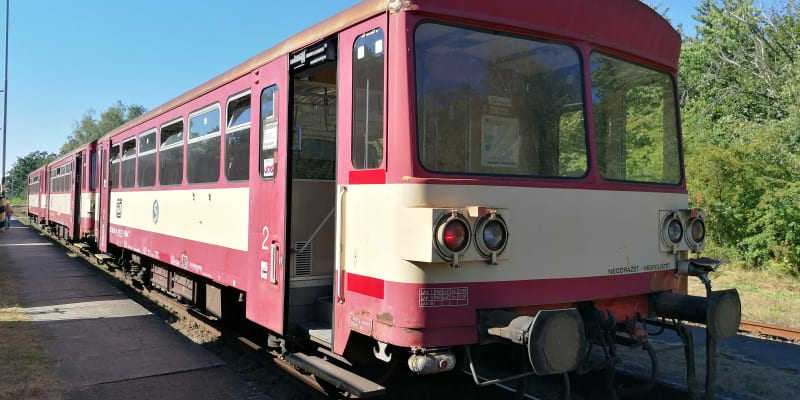 Hlučín, souprava řady 810 z přelomu sedmdesátých a osmdesátých let