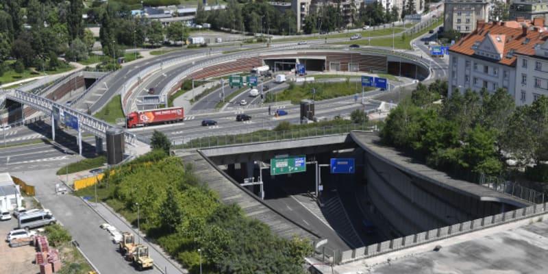 Mimoúrovňová křižovatka Malovanka na začátku tunelu