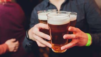 Za vylité pivo se nebude platit spotřební daň. Otevřete hospody, burcoval Klaus ml.