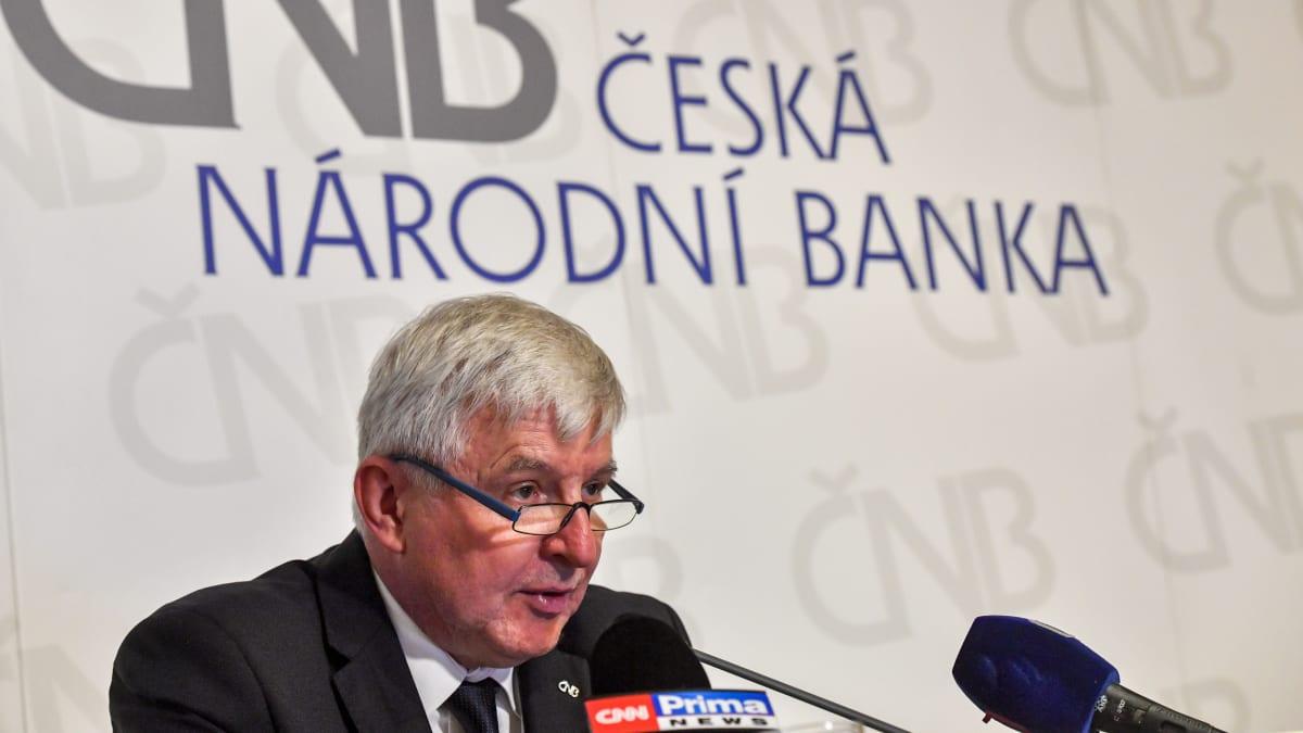 Česko může ochromit samovolná karanténa, varuje guvernér ČNB Jiří Rusnok