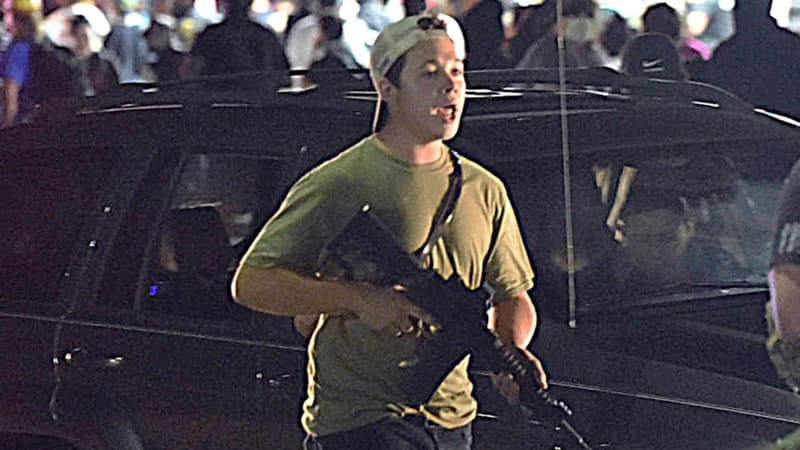 Obhajoba střelce z Kenoshy neuspěla. Bude u soudu čelit všem obviněním