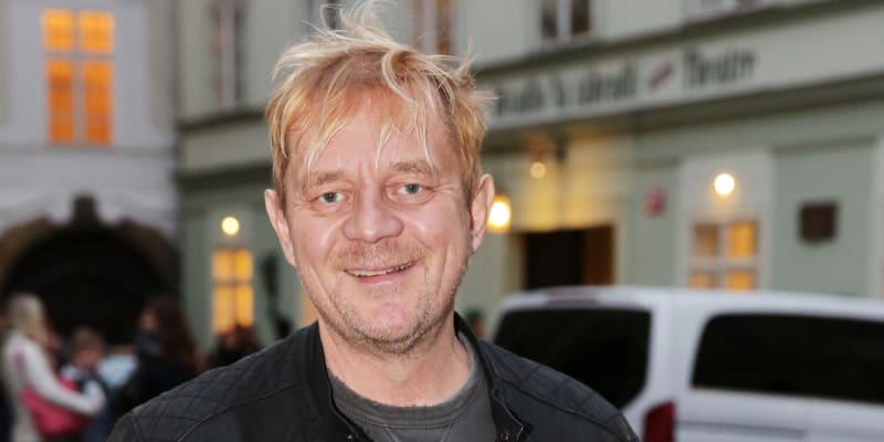 Herec Petr Čtvrtníček je s koronavirem ve vážném stavu na JIP.