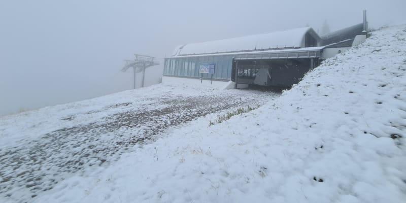 Příští týden se má však opět oteplit a sníh tát.