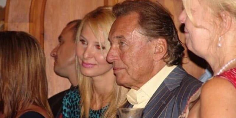 Karel Gott s manželkou Ivanou na svatbě Ilony Csákové v Brně v létě 2011.