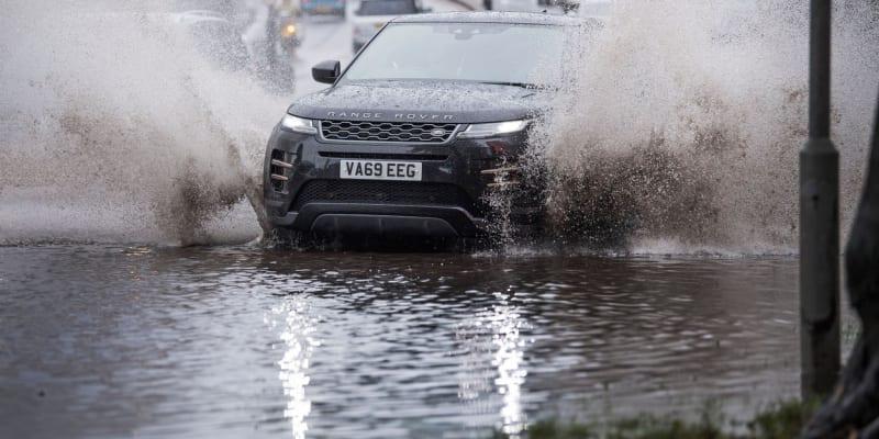 S bouří Alex se potýkali také v Londýně, kde voda dělala problémy zejména v dopravě.
