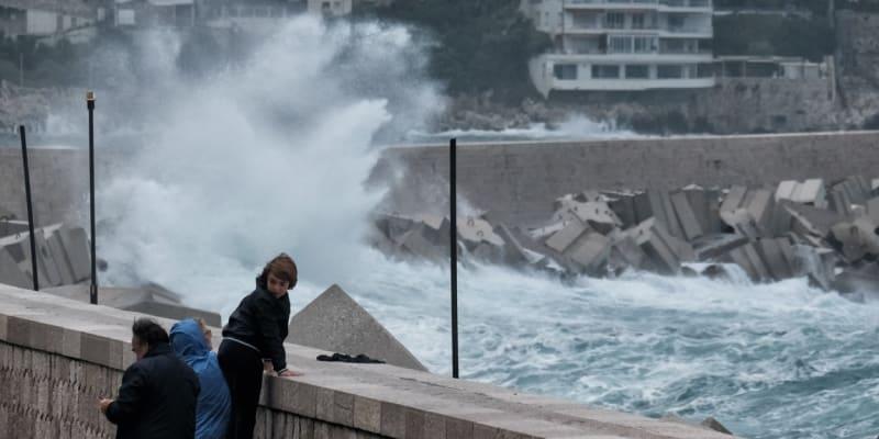 Záběry z povodní ve francouzském městě Nice