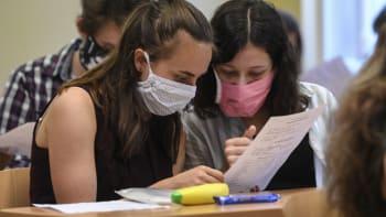 Praktická výuka na školách by se mohla obnovit koncem dubna. Vládu o to požádá Plaga