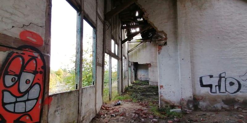 Přístav Kędzierzyn-Koźle, zničené sklady v přístavu