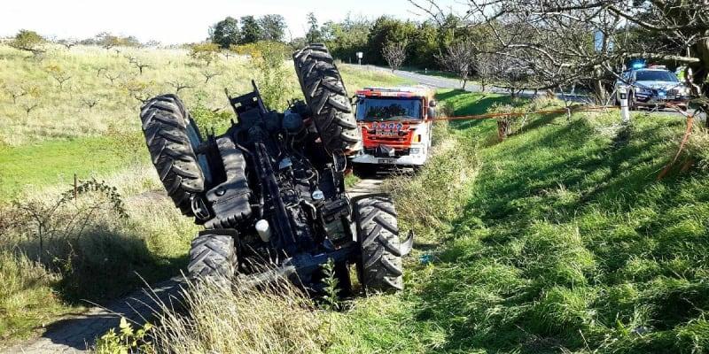 Podle policie sjela žákyně autoškoly s traktorem ze srázu.