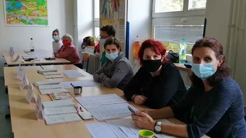 Volební reportáž z Ostravy: Dva lidé v krámě, šest ve volební komisi. A bitva mezi ANO a ODS