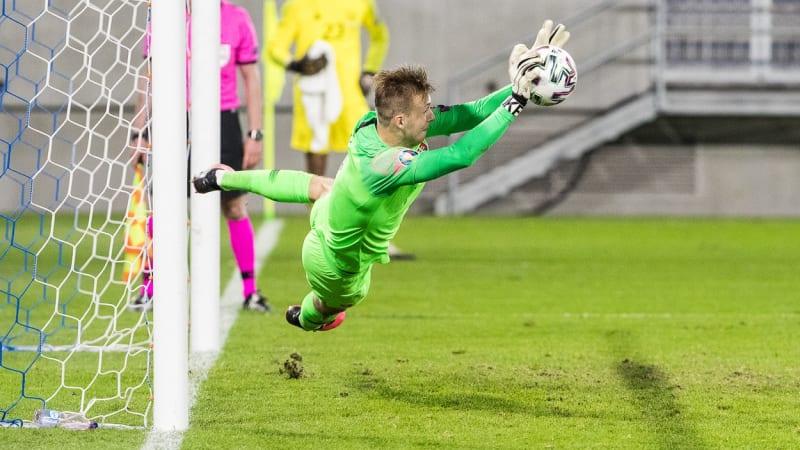 Slovenští fotbalisté porazili Irsko na penalty a jsou jednu výhru od postupu na Euro