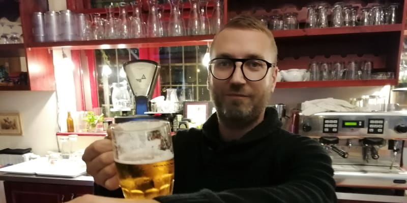 Kavárník Jakub Šusta.