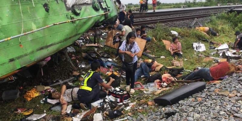 Nehodu nepřežilo minimálně 18 lidí, další desítky cestujících utrpěly zranění.