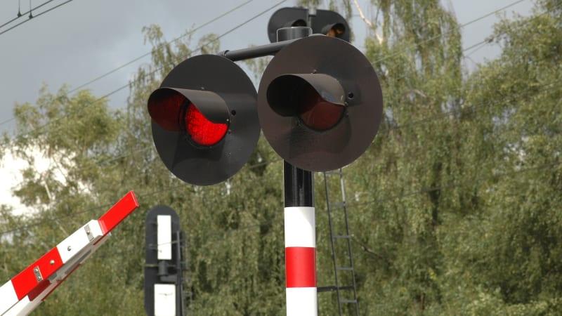 Na Náchodsku srazil vlak člověka, provoz na trati stojí