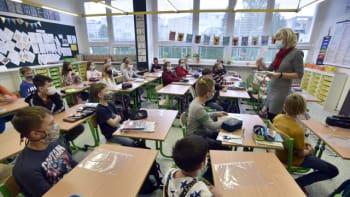 Žáci se do škol na začátku listopadu nevrátí, připustil Prymula. Záleží na vývoji situace