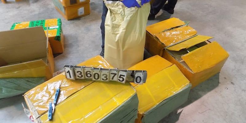 Ruzyňští celníci odhalili 780 kg látky sloužící k výrobě drog (foto: Celní správa ČR)