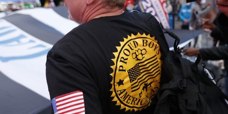 Podporovatel Donlada Trumpa z řad Proud Boys v New Yorku