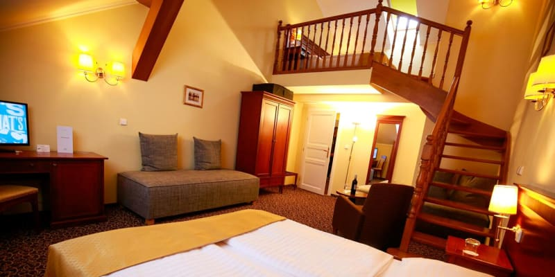 Lépe vybavený pokoj stojí 1500, ještě luxusnější přes 2000 korun.