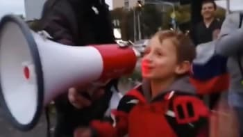 Roušky dolů, vyzýval chlapec ultras na Slovensku. Policie vypátrala, kdo děti naváděl