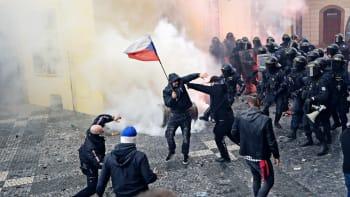 Hooligans: Odmítáme rozpoutání násilí po demonstraci. Střety vyprovokovala policie, tvrdí