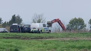 Záhadné zmizení Jany Paurové. Detektivové po ženě pátrají v polích u Slavětína