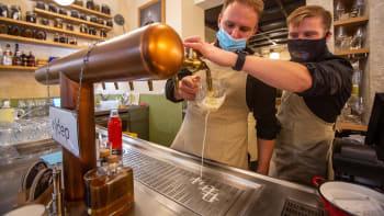 Velké pivovary se snaží zachránit restaurace. Na vylévání piva ale stejně může dojít